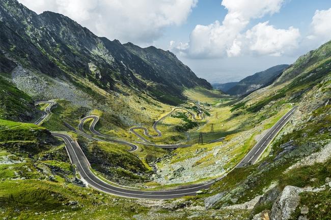 Con đường đẹp trên những đồi núi