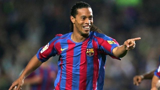 Ronaldinho chiếm trọn tình cảm của người hâm mộ