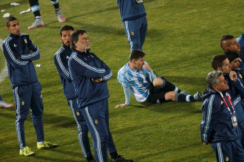 Messi gục ngã sau thất bại ở trận chung kết