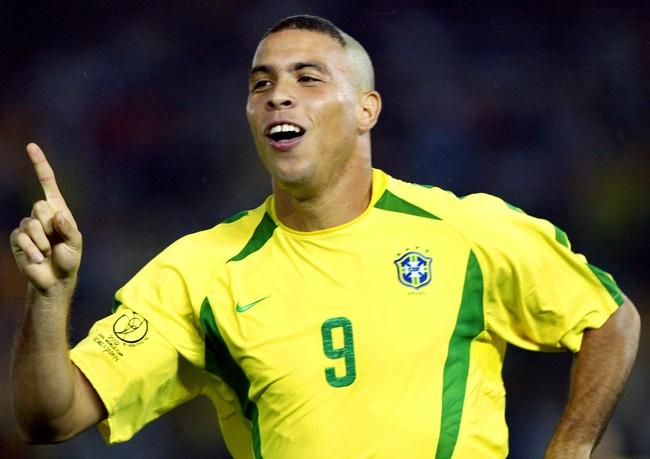 Pha ăn mừng vốn đã trở thành thương hiệu của Ronaldo de Lima.