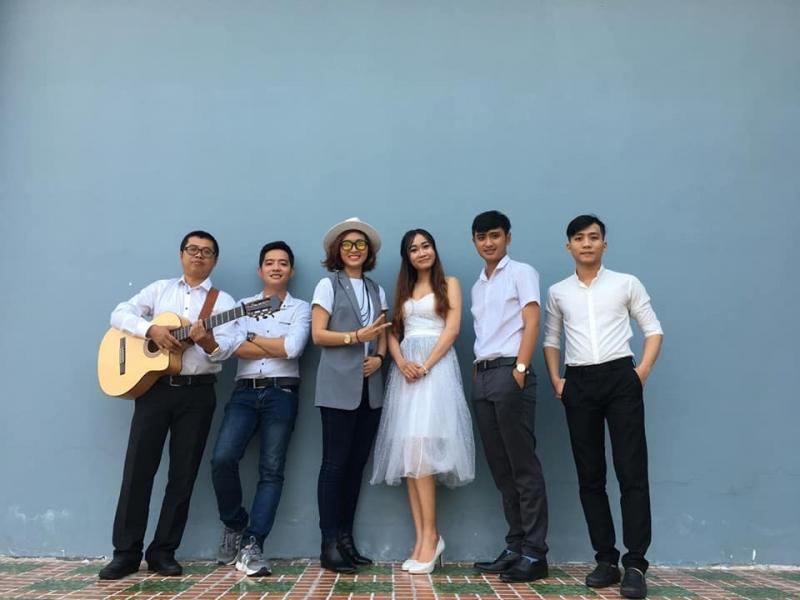 Quán là nơi biểu diễn của Mộc Band - một ban nhạc rất được giới trẻ Cần Thơ yêu thích.