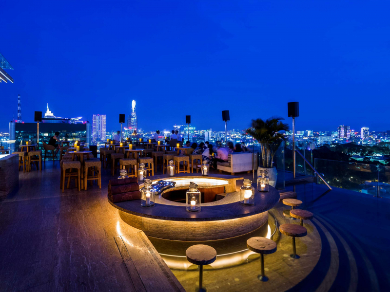 Rooftop Pool Bar – Hotel des Arts Saigon