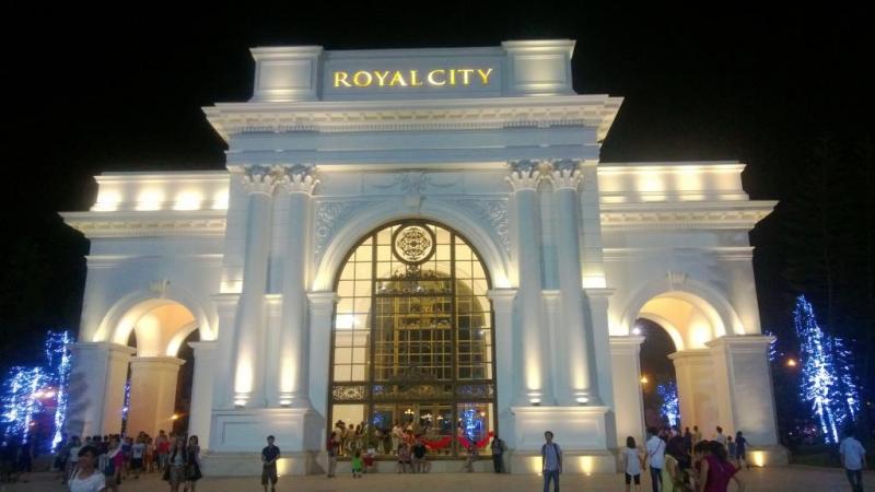 Cổng chính Royal City