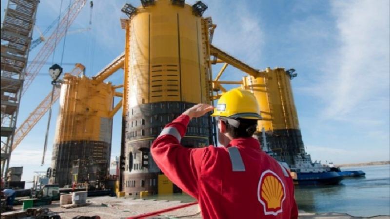 Nhà máy lọc dầu thuộc tập đoàn Royal Dutch Shell
