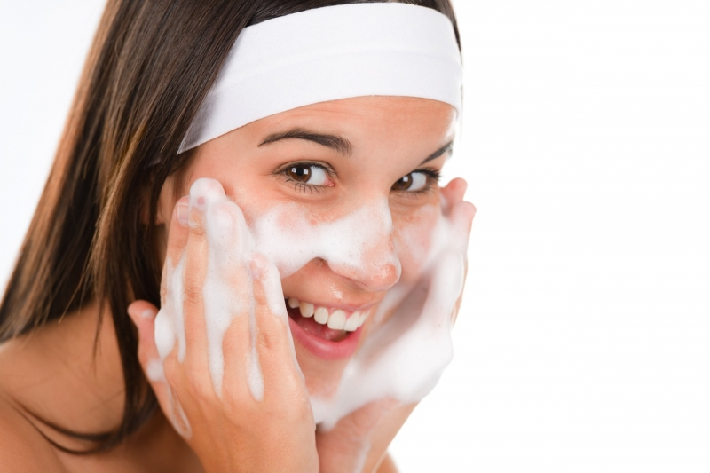 Rửa mặt 2 lần/ngày là mức lý tưởng cho loại da này