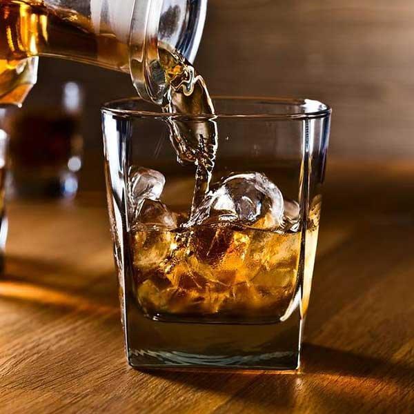 Uống rượu trong thời kỳ kinh nguyệt sẽ làm trầm trọng thêm các triệu chứng khó chịu trong giai đoạn này