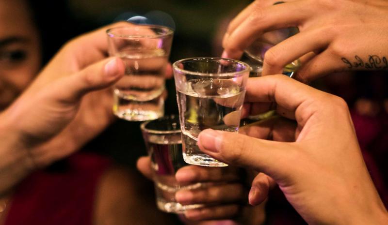 Rượu làm chậm toàn bộ quá trình đốt cháy calo và chất béo, dễ dẫn đến việc tăng cân.