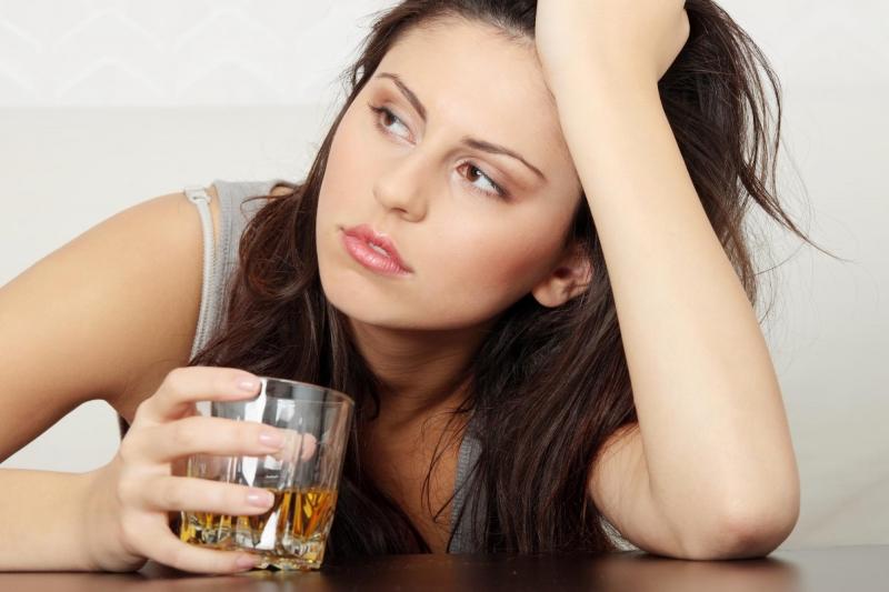 Rượu sẽ làm bạn bị rối loạn quá trình rụng trứng.