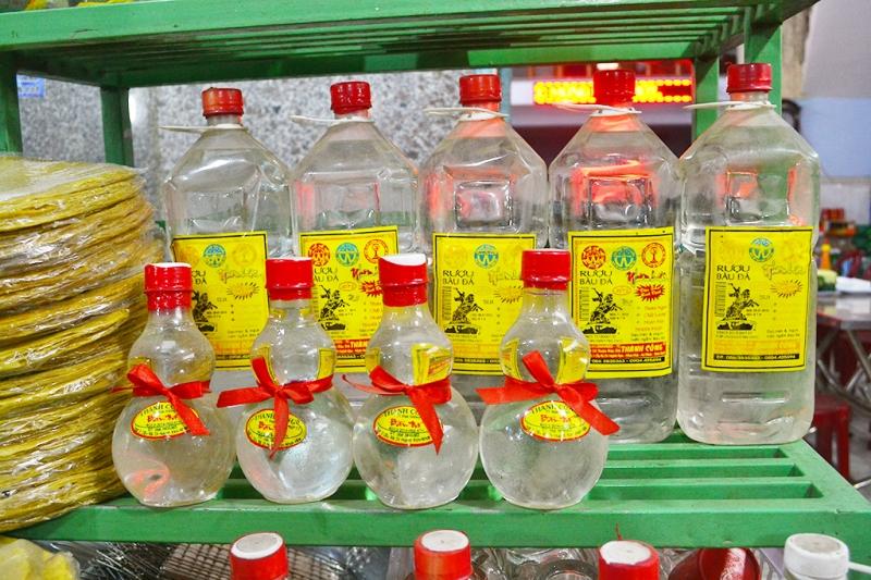 Rượu Bàu Đá đã trở thành món quà không thể thiếu cho những ai du lịch đến Bình Định