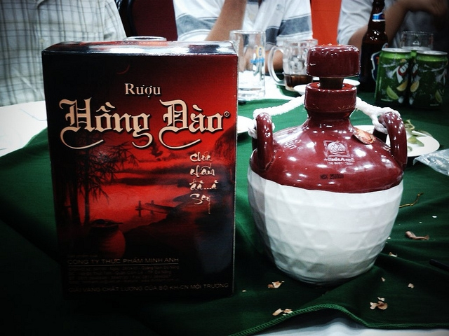 Rượu Hồng Đào là thứ rượu truyền thống nổi tiếng của người dân Quảng Nam