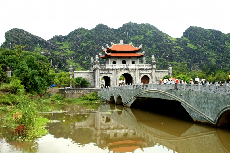Nhớ đến Ninh Bình là nhớ đến mảnh đất cố đô lịch sử, nhớ đến rượu Kim Sơn thơm nức lòng (Nguồn: Sưu tầm)