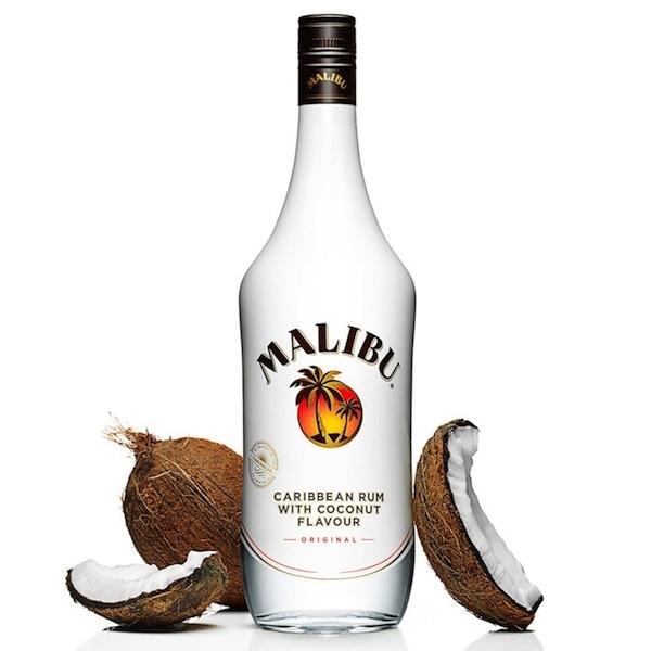 Malibu Coconut Rum có hương thơm cùng vị ngọt dịu rất đặc trưng của dừa