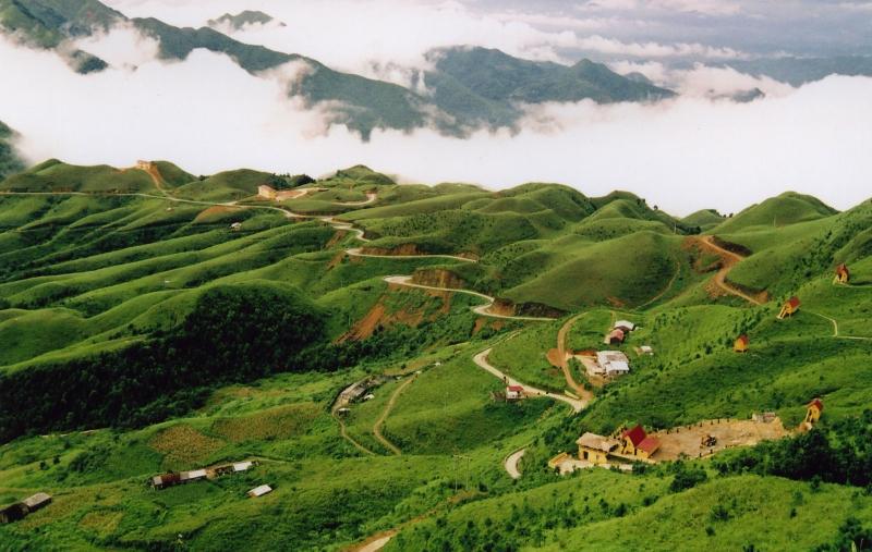 Núi rừng Mẫu Sơn hùng vĩ - nơi sản sinh là loại rượu đặc biệt cùng tên (Nguồn: Sưu tầm)