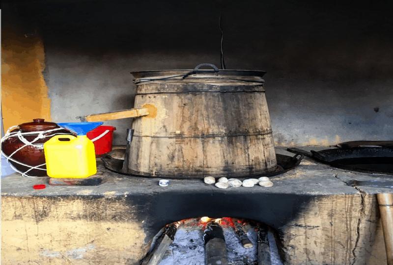 Quá trình trưng cất rượu ngô thủ công của người Hà Giang
