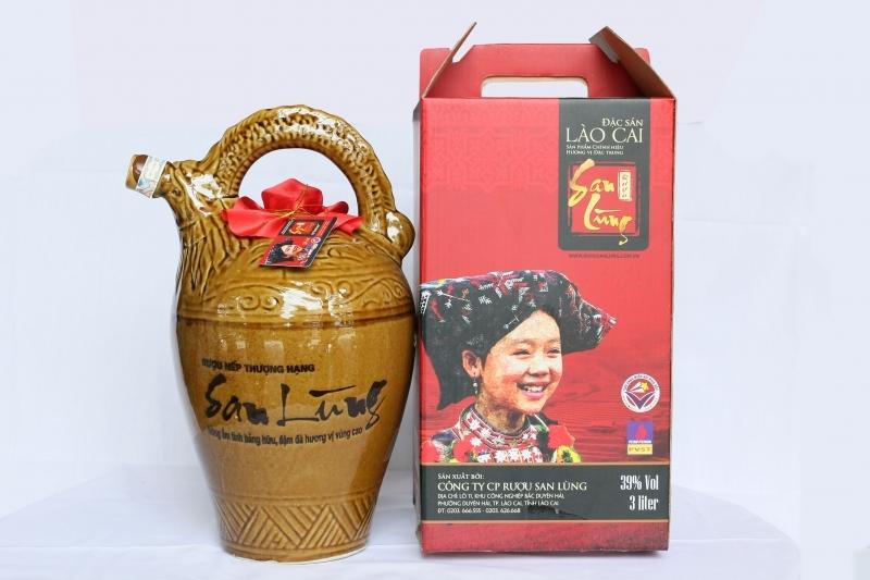 Rượu San Lùng là thương hiệu rượu truyền thống nổi tiếng, đặc sản của người Dao đỏ