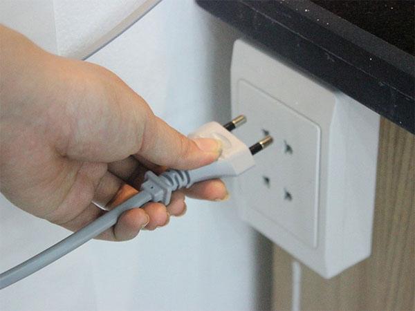 Rút các thiết bị điện không sử dụng