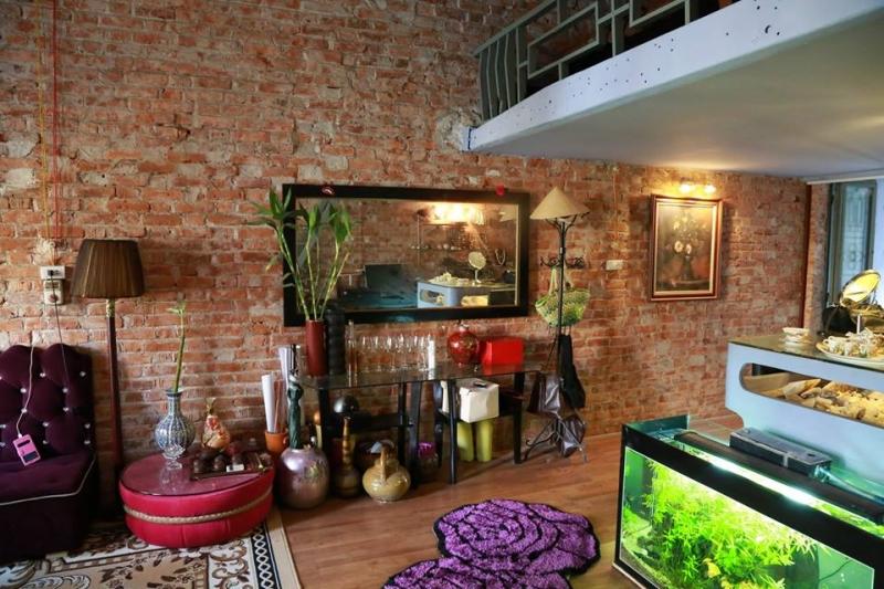 Homestay nằm trong ô bàn cờ của các con phố cổ. S Jewelry Studio Old Quarter Hanoi có lối kiến trúc mang hơi hướng Tây Âu và được trang bị đầy đủ tiện nghi, đáp ứng đủ nhu cầu cho một gia đình