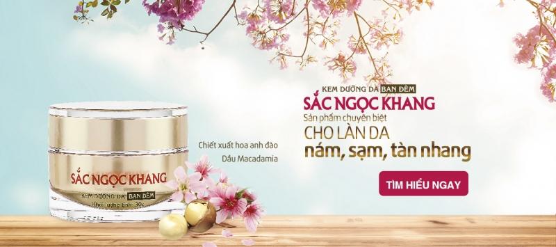 Kem làm trắng da Sắc Ngọc Khang chứa tinh chất hoa đào có tác dụng dưỡng trắng, giữ ẩm tốt cho làn da