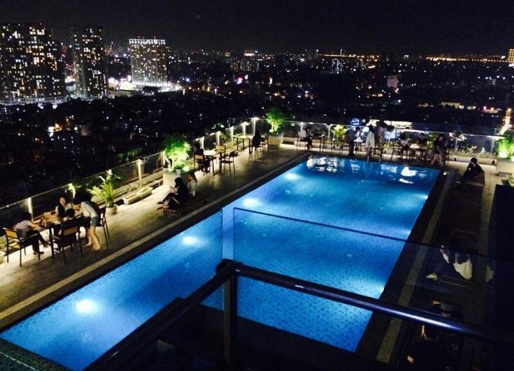 Bể bơi ngoài trời của Sài Gòn Chic