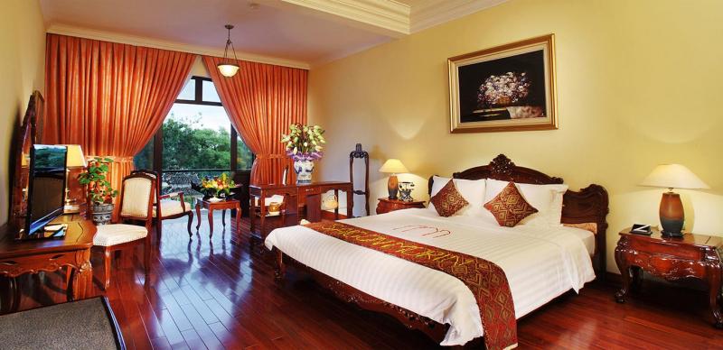 Saigon Morin Hotel được xây dựng năm 1901 bởi một doanh nhân người Pháp nên từ kiến trúc, cách bài trí, nội thất đều mang đậm bản sắc Pháp tạo nên vẻ đẹp độc đáo giữa hàng trăm các khách sạn tại Huế.