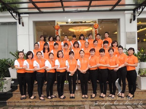 Đội ngũ nhân viên thân thiện, chuyên nghiệp của Saigon Smile Spa