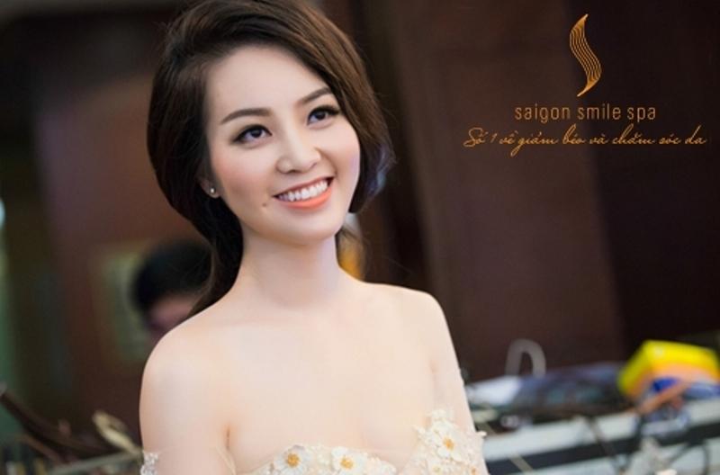 Á hậu Thụy Vân với làn da trắng sáng sau khi tắm trắng tại Saigon Smile