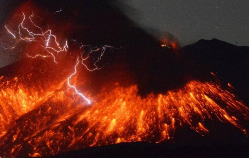 Vụ phun trào macma khi núi lửa Sukurajima hoạt động