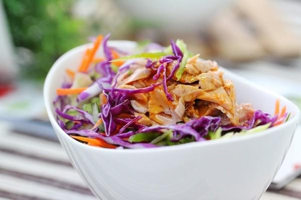 Salad rau trộn cá ngừ