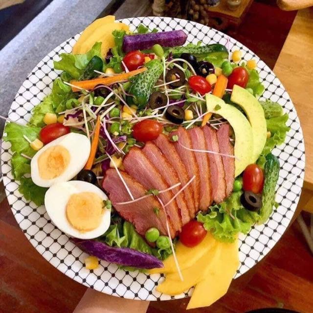 Salad lườn ngỗng hun khói