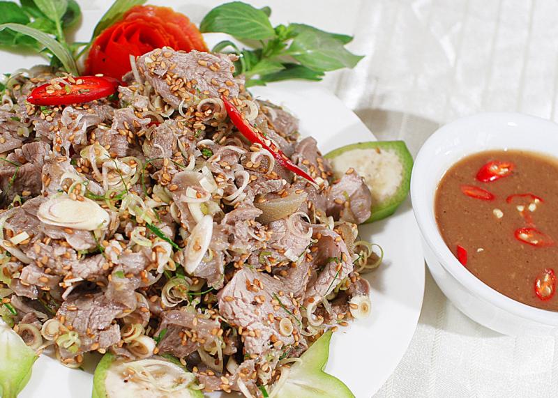 Salat bò tái chanh