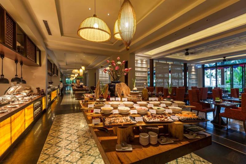 Nhà hàng với buffet tự chọn cho du khách