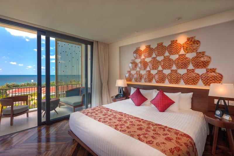 Phòng ngủ có ban công với tầm nhìn vô cùng đẹp, hướng ra biển