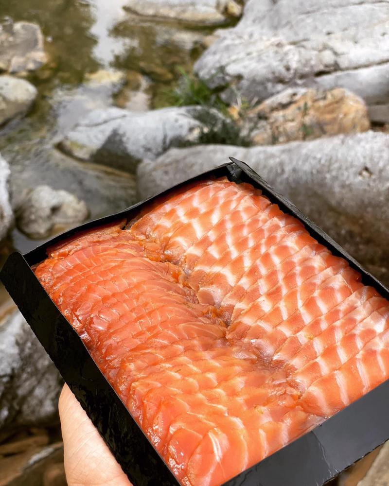 Món cá hồi tươi sống