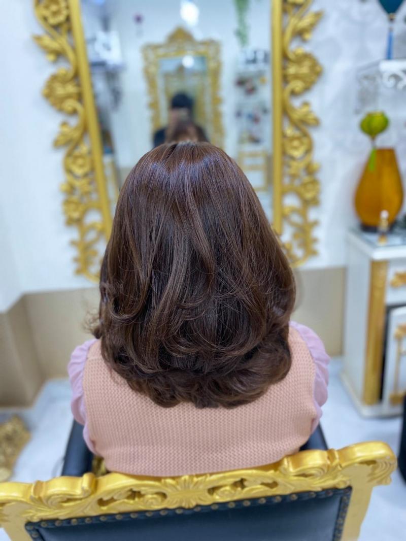 Tóc sau khi làm xong bóng mượt, độ xoăn nhẹ nhàng, màu tóc lên đều, đẹp!