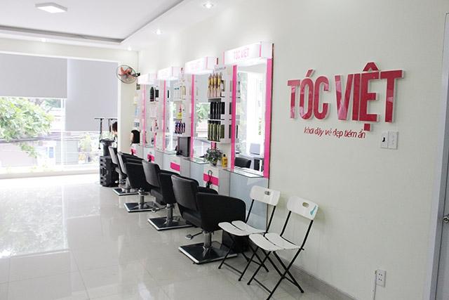 Không gian bên trong Salon Tóc Việt