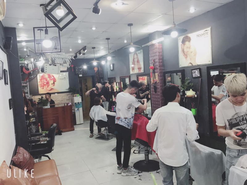 Với độ ngũ nhà tạo mẫu tóc có nhiều năm kinh nghiệm sở hữu tay nghề điêu luyện chắc chắn sẽ khiến bạn hài lòng