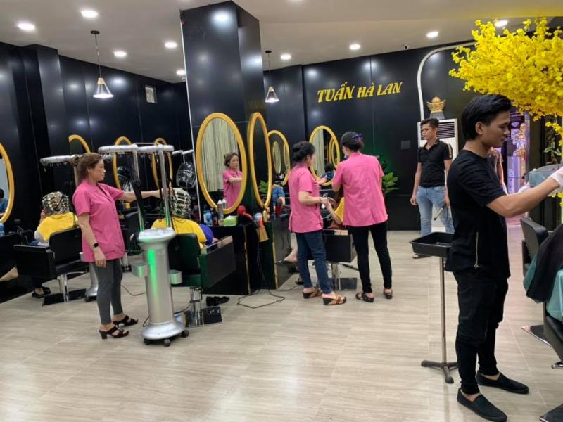 Salon Tuấn Hà Lan