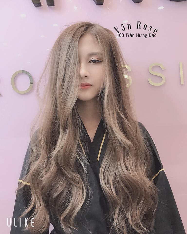 Vân Rose luôn nỗ lực là salon tiên phong tại thành phố Bắc Ninh trong chất lượng dịch vụ, kĩ thuật tạo kiểu, uốn,n huôm tóc và tư vấn sản phẩm