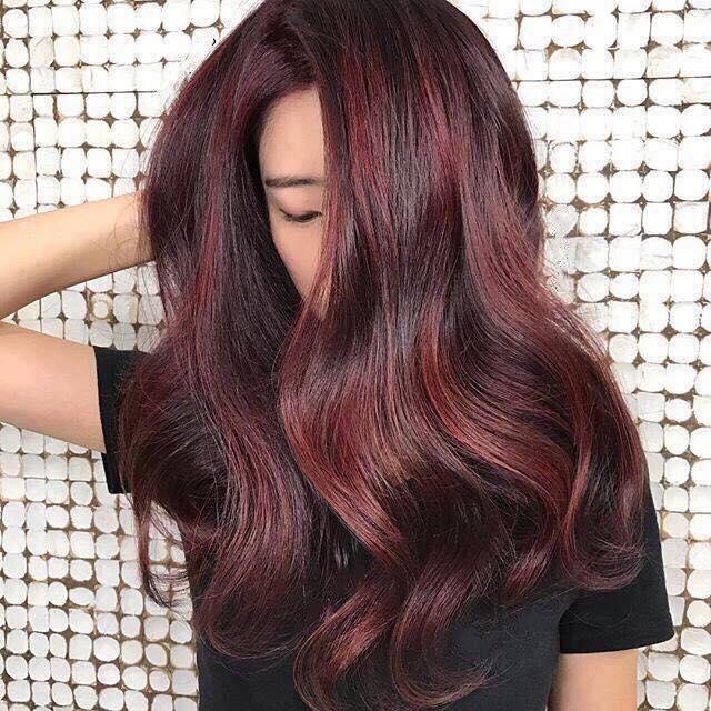 Đặc biệt, Salon Vân Rose có dịch vụ nhuộm tóc chất lượng cao, lên chuẩn màu và nhuộm nhưng mái tóc của bạn vẫn mềm mượt, không trẻ ngọn