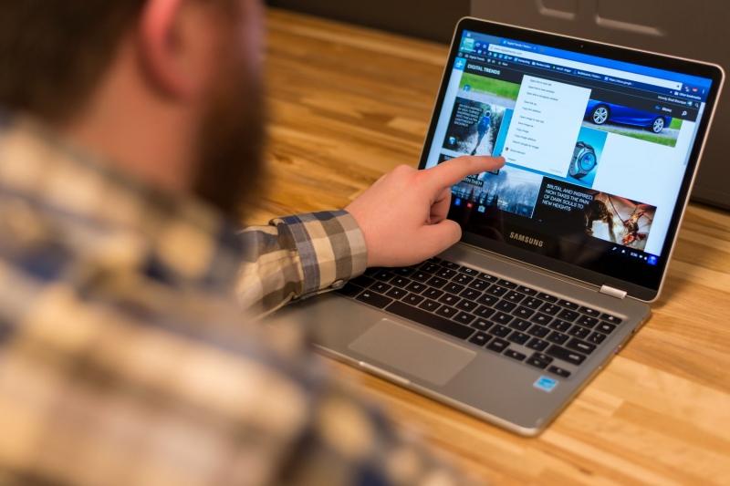Samsung Chromebook Pro có  độ sáng cao lên tới 400 nits