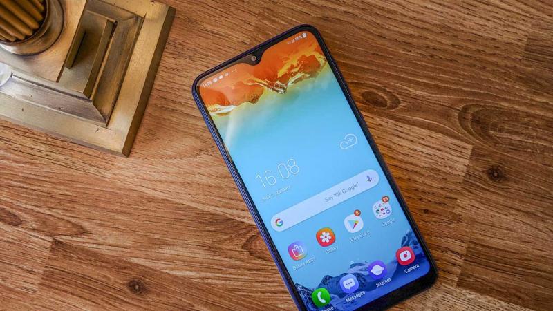 Samsung Galaxy M20 (Pin: 5000 mAh)