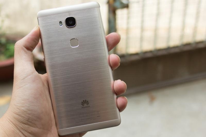 Thiết kế nhôm nguyên khối cùng cảm biến vân tay là điểm cộng lớn nhất cho Huawei GR5