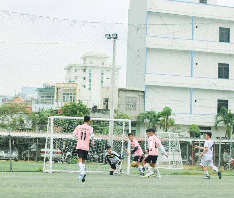 Sân bóng đá Mai Hắc Đế