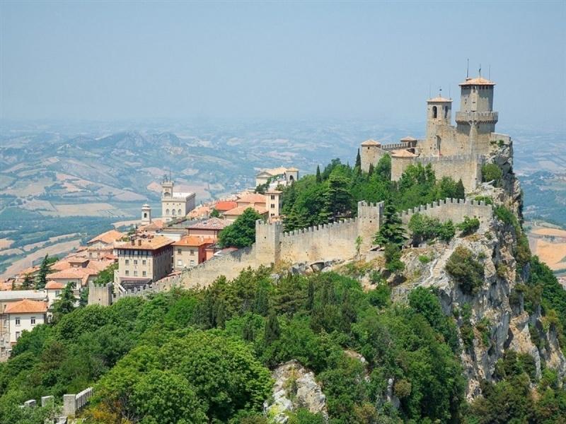 San Marino là đất nước duy nhất với số lượng xe hơn số dân cư