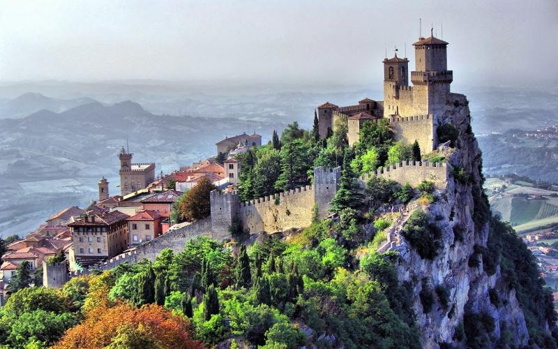 GDP/người/năm của San Marino là  57.700 USD