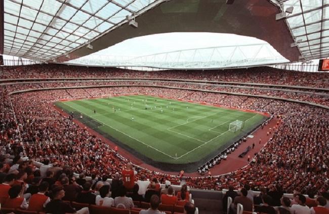 Sân vận động Emirates với hơn 60 nghìn chỗ ngồi