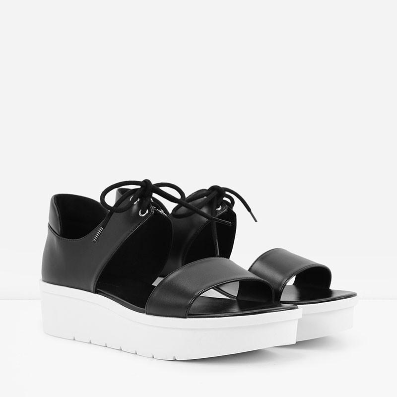 Sandal monochrome cá tính