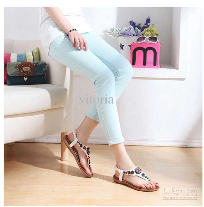 Sandal T-strap mang đến phong cách nữ tính, duyên dáng