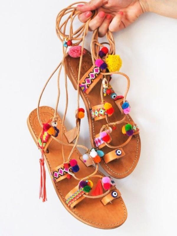 Mùa hè sắp đến, đừng quên sắm cho mình một đôi sandals đáng yêu này nhé.