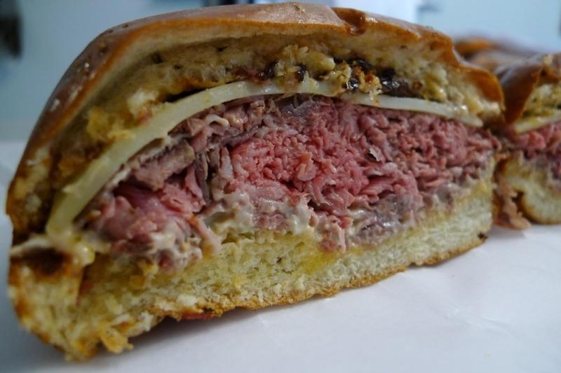 Sandwich não bò chiên nhưng hầu hết được thay bằng não heo